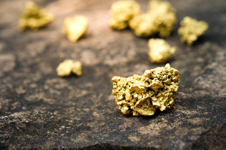 Bitcoin Berjuang untuk $ 10K karena Emas Mencetak Lebih dari 7-Tahun Tertinggi
