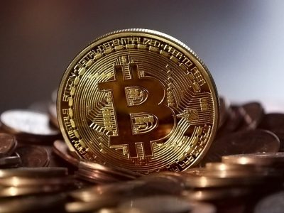 Bitcoin dan altcoin besar hidup melalui Senin Berdarah.