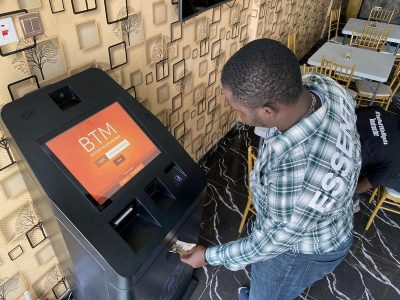 Bagaimana bitcoin bertemu dengan dunia nyata di Afrika