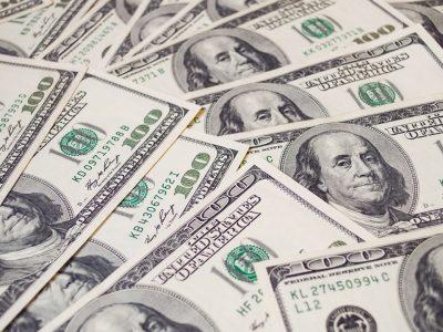 SWIFT Mengatakan Para Penjahat Lebih Memilih Uang Tunai untuk Pencucian Uang, Bukan Cryptocurrency